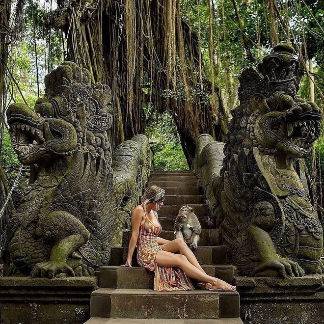 Dùng nước thiêng ở ngôi đền nổi tiếng Bali để… rửa mông, cặp người mẫu nhận chỉ trích gay gắt từ cộng đồng mạng - ảnh 8
