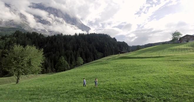 """Tung MV mới toanh quay tại Thụy Sĩ, JSOL cùng ViruSs khiến khán giả """"đứng tim"""" mấy nhịp vì loạt cảnh đẹp quá sức tưởng tượng - ảnh 29"""