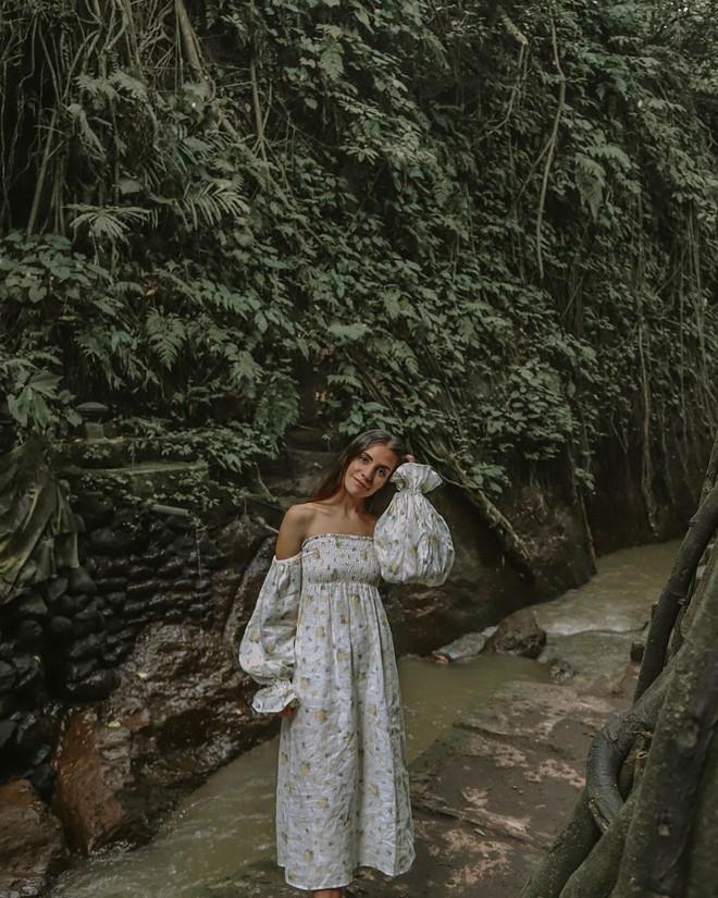 Dùng nước thiêng ở ngôi đền nổi tiếng Bali để… rửa mông, cặp người mẫu nhận chỉ trích gay gắt từ cộng đồng mạng - ảnh 10