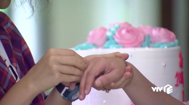 Ngoại truyện Về Nhà Đi Con chơi siêu lớn: Nụ hôn đồng tính đầu đời của Dương khiến bố Sơn hãi hùng - ảnh 6