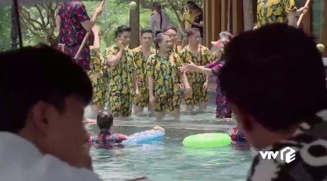 Ngoại truyện Về Nhà Đi Con chơi siêu lớn: Nụ hôn đồng tính đầu đời của Dương khiến bố Sơn hãi hùng - ảnh 3