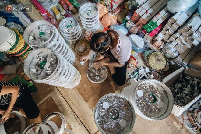 Thủ phủ vàng mã lớn nhất cả nước tấp nập tháng cô hồn: túi Chanel, xe phân khối lớn, xe đạp điện xuất xưởng - ảnh 10