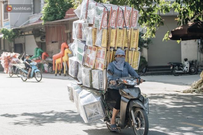 Thủ phủ vàng mã lớn nhất cả nước tấp nập tháng cô hồn: túi Chanel, xe phân khối lớn, xe đạp điện xuất xưởng - ảnh 5