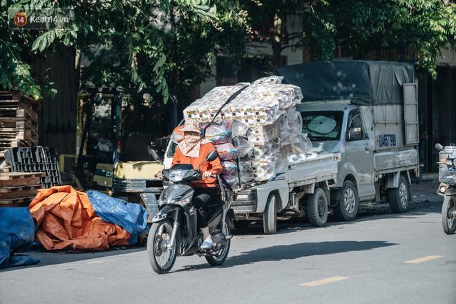 Thủ phủ vàng mã lớn nhất cả nước tấp nập tháng cô hồn: túi Chanel, xe phân khối lớn, xe đạp điện xuất xưởng - ảnh 4