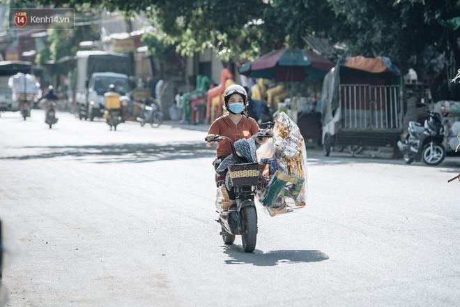 Thủ phủ vàng mã lớn nhất cả nước tấp nập tháng cô hồn: túi Chanel, xe phân khối lớn, xe đạp điện xuất xưởng - ảnh 3