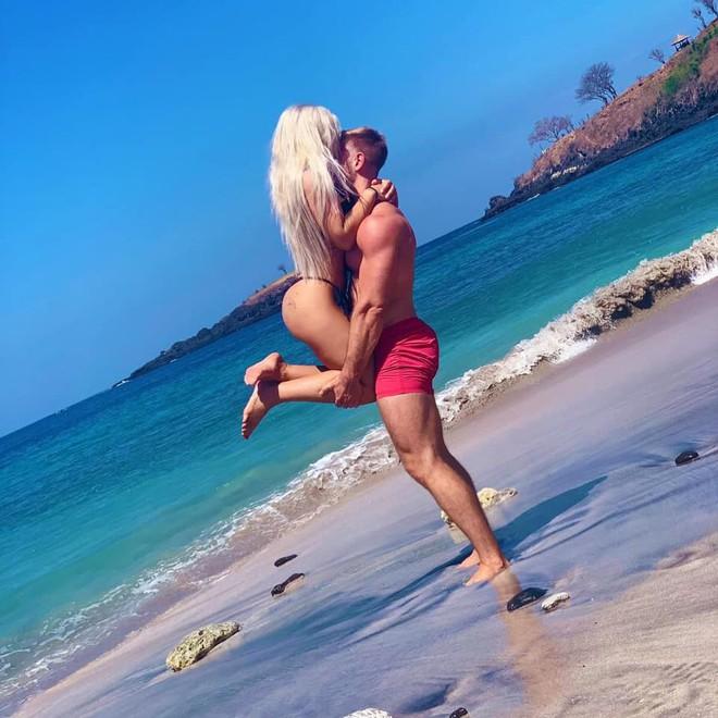 Dùng nước thiêng ở ngôi đền nổi tiếng Bali để… rửa mông, cặp người mẫu nhận chỉ trích gay gắt từ cộng đồng mạng - ảnh 4