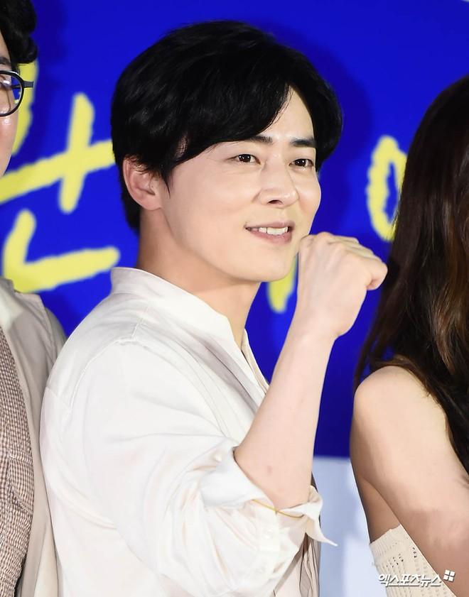 Thảm đỏ showcase gây sốt: Yoona diện áo ren lồ lộ nội y, đẹp rạng rỡ bên chồng ca sĩ Hậu duệ mặt trời - ảnh 11