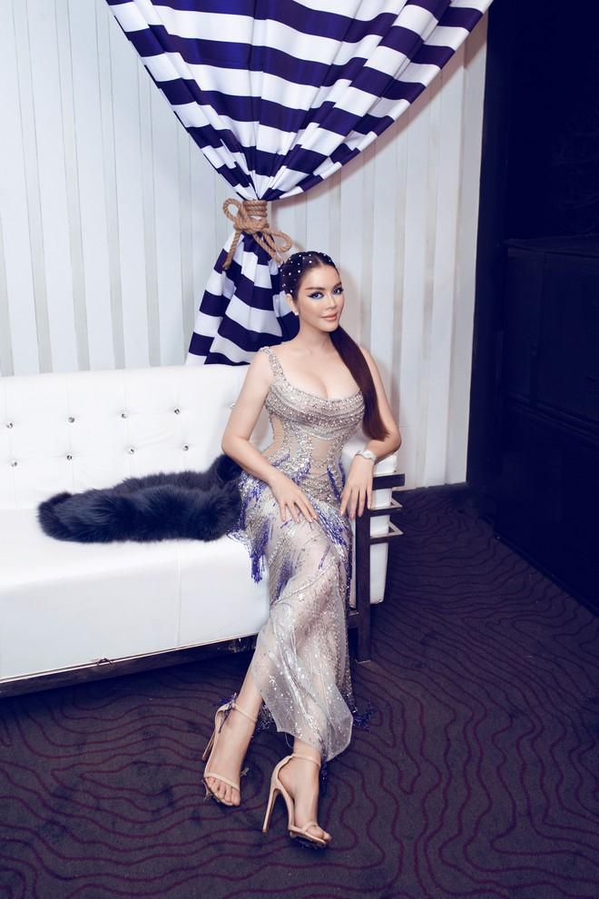Lý Nhã Kỳ lại biến hoá thành công chúa biển xanh khi dự tiệc sinh nhật tỷ phú Ấn Độ ngày thứ 2 - ảnh 1