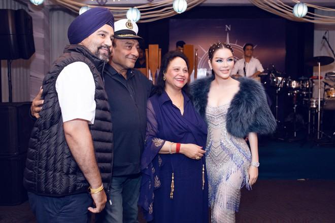 Lý Nhã Kỳ lại biến hoá thành công chúa biển xanh khi dự tiệc sinh nhật tỷ phú Ấn Độ ngày thứ 2 - ảnh 6