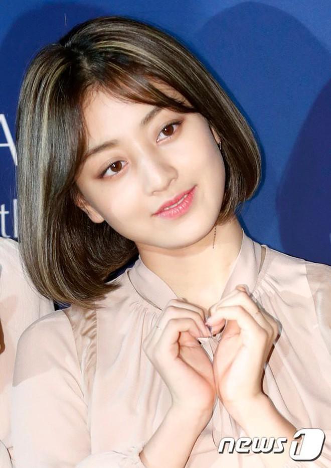 Lại nghiệp tụ vành môi, netizen hết sức chê bai Jihyo dù cô nàng makeup và ăn mặc hợp lý - ảnh 3