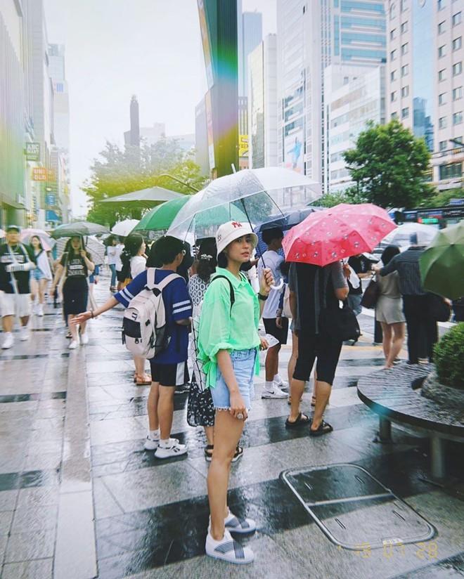 Bà xã hơn 3 tuổi của dượng Chat: Đã xinh còn mặc siêu đẹp, chẳng trách biến chồng thành nam thần chung thủy bậc nhất showbiz Thái - ảnh 17