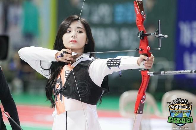 Đại hội thể thao Idol: Tzuyu (TWICE) tiếp tục chứng minh kỹ năng bắn cung thần sầu - ảnh 5