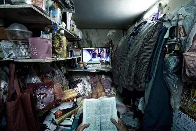 Bên trong 'nhà lồng' chật hẹp giống như quan tài ở Hong Kong - ảnh 4