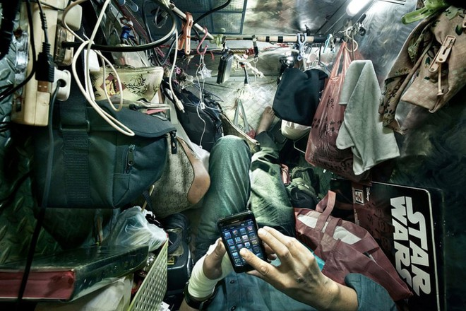 Bên trong 'nhà lồng' chật hẹp giống như quan tài ở Hong Kong - ảnh 10
