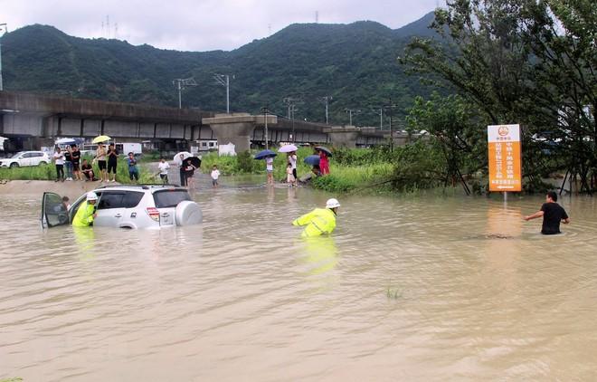 Trung Quốc: Gần 13 triệu người bị ảnh hưởng do bão Lekima - ảnh 1