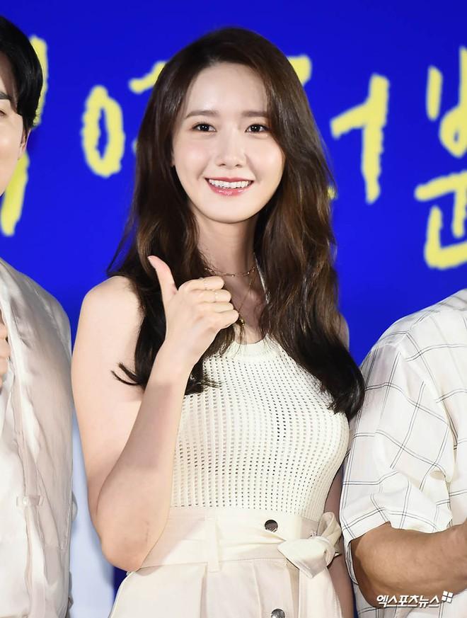 Thảm đỏ showcase gây sốt: Yoona diện áo ren lồ lộ nội y, đẹp rạng rỡ bên chồng ca sĩ Hậu duệ mặt trời - ảnh 7