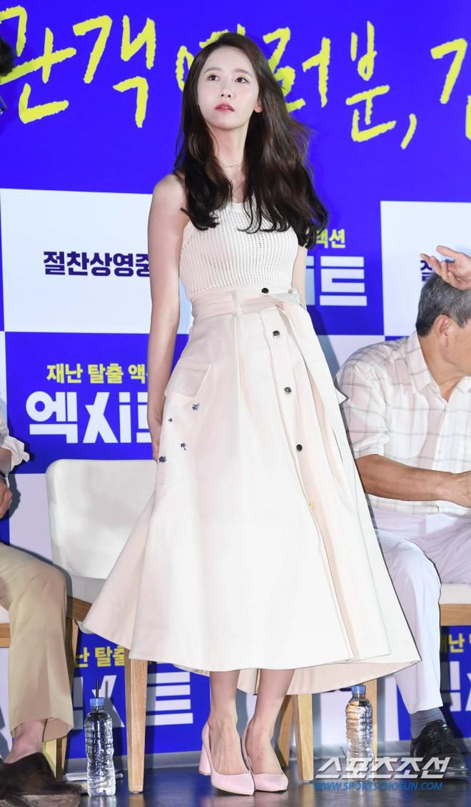 Thảm đỏ showcase gây sốt: Yoona diện áo ren lồ lộ nội y, đẹp rạng rỡ bên chồng ca sĩ Hậu duệ mặt trời - ảnh 4