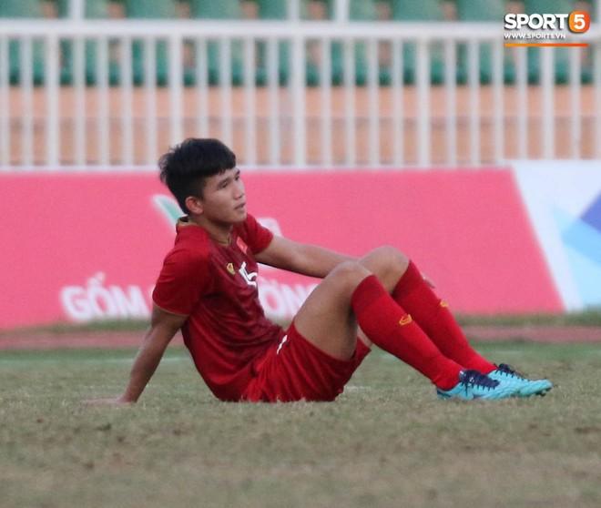 Ấm lòng phút giây xum vầy cùng gia đình của các cầu thủ U18 Việt Nam sau thất bại tại giải U18 Đông Nam Á 2019 - ảnh 6