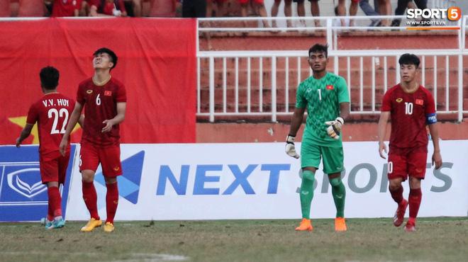 Ấm lòng phút giây xum vầy cùng gia đình của các cầu thủ U18 Việt Nam sau thất bại tại giải U18 Đông Nam Á 2019 - ảnh 5