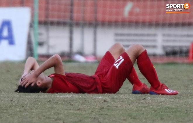 Ấm lòng phút giây xum vầy cùng gia đình của các cầu thủ U18 Việt Nam sau thất bại tại giải U18 Đông Nam Á 2019 - ảnh 3