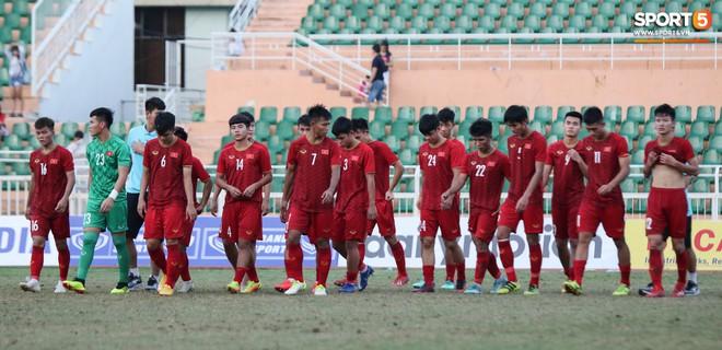 Ấm lòng phút giây xum vầy cùng gia đình của các cầu thủ U18 Việt Nam sau thất bại tại giải U18 Đông Nam Á 2019 - ảnh 12