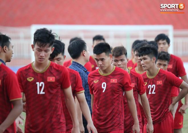 Ấm lòng phút giây xum vầy cùng gia đình của các cầu thủ U18 Việt Nam sau thất bại tại giải U18 Đông Nam Á 2019 - ảnh 15
