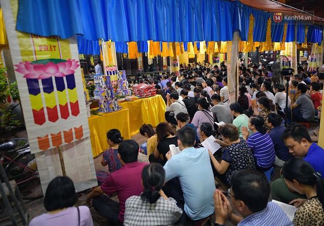 Hàng ngàn người đến chùa Phúc Khánh dự lễ Vu Lan, không còn cảnh chen chúc tràn xuống lòng đường - ảnh 2