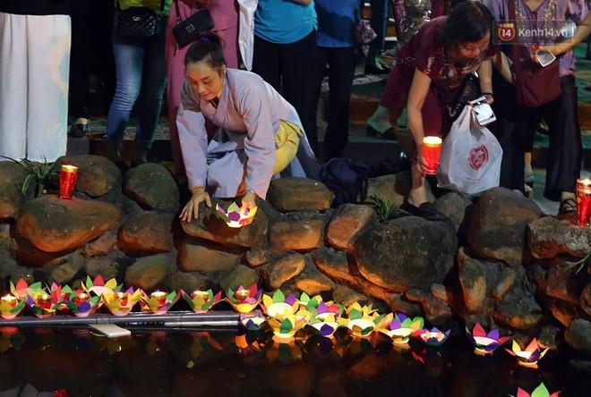 Hàng ngàn người đến chùa Phúc Khánh dự lễ Vu Lan, không còn cảnh chen chúc tràn xuống lòng đường - ảnh 11
