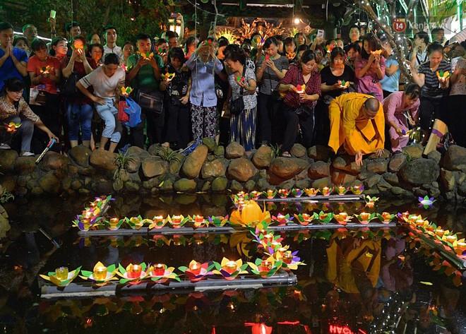 Hàng ngàn người đến chùa Phúc Khánh dự lễ Vu Lan, không còn cảnh chen chúc tràn xuống lòng đường - ảnh 9