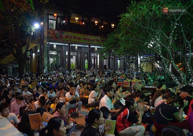 Hàng ngàn người đến chùa Phúc Khánh dự lễ Vu Lan, không còn cảnh chen chúc tràn xuống lòng đường - ảnh 1