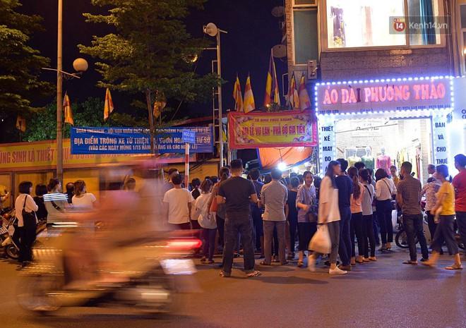 Hàng ngàn người đến chùa Phúc Khánh dự lễ Vu Lan, không còn cảnh chen chúc tràn xuống lòng đường - ảnh 7
