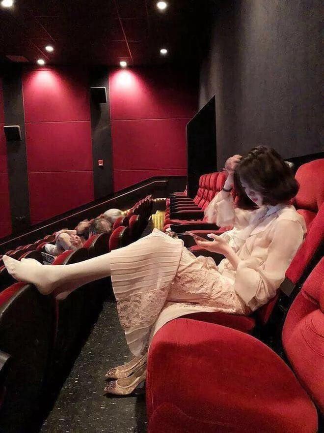 Girl xinh đi xem phim nhưng vô tư gác chân lên ghế: Đẹp mà ý thức kém thì cũng vứt đi? - ảnh 4