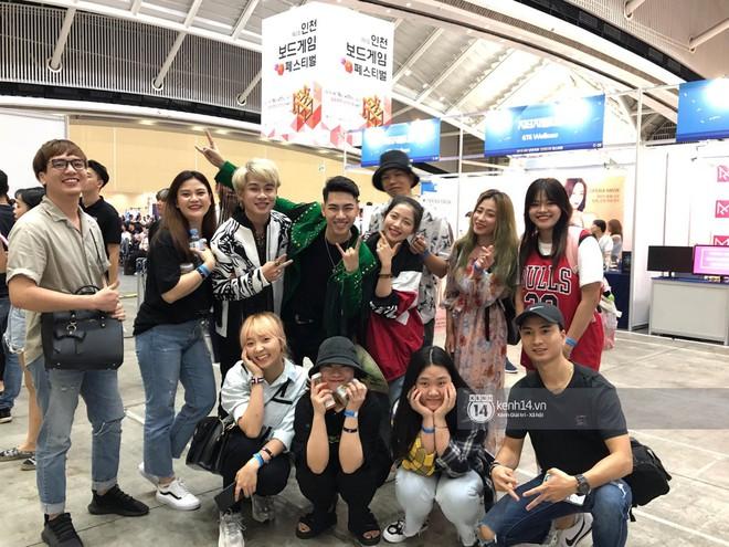 Độc quyền từ Hàn Quốc: Jack và K-ICM mang loạt hit đình đám lên sân khấu xứ kim chi, tự tay tặng nón lá cho khán giả nước bạn - ảnh 1