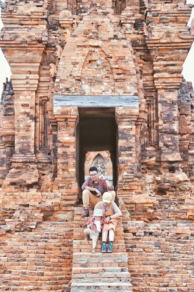 Phát cuồng vì bộ ảnh du lịch gia đình cực đáng yêu, dân mạng đua nhau đòi kết hôn và có con ngay lập tức - ảnh 3