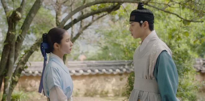Tân Binh Sử Học Goo Hae Ryung: Shin Se Kyung lén lút làm bậy nhưng gương mặt phản chủ đã tố giác tất cả - Ảnh 5.
