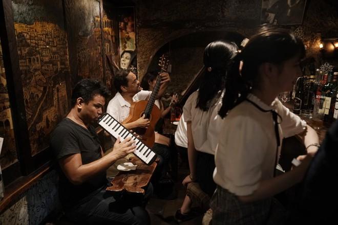 Phố cổ hoàng kim của Tokyo: Nơi 300 nhà hàng cùng nhau trốn thế giới hiện đại, chen chúc trong diện tích bằng nửa sân bóng - Ảnh 5.