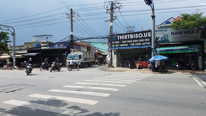 Hai tài xế đuổi chém nhau kinh hoàng vì tranh giành khách ở Sài Gòn - ảnh 1