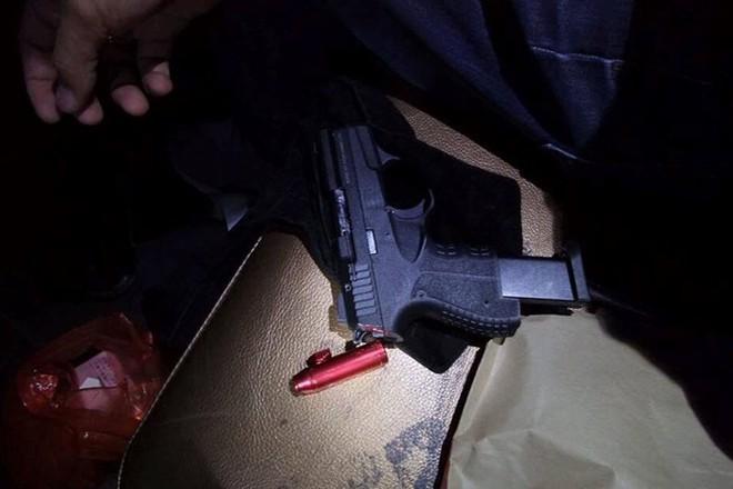 Đột kích quán Hey Club, phát hiện nhiều đối tượng tàng trữ ma túy và súng - ảnh 2