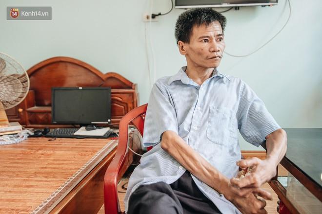 Số phận cay đắng của người cây kì lạ nhất Việt Nam: Mẹ cõng con đi điều trị suốt 50 năm, phải uống thuốc ngủ để quên cơn đau - ảnh 2
