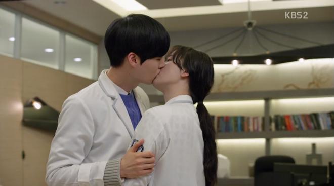 Nhìn lại sự nghiệp chồng trẻ của nàng Cỏ, hoá ra không có Goo Hye Sun thì Ahn Jae Hyun chẳng là ai cả? - Ảnh 1.