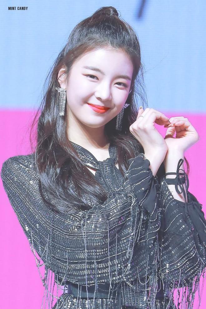 """Bảng xếp hạng nữ idol hot nhất tháng 8: Nữ idol tân binh đã """"đạp đổ"""" Jennie để lên ngôi vương, top 5 gây tranh cãi vì thứ hạng - Ảnh 6."""