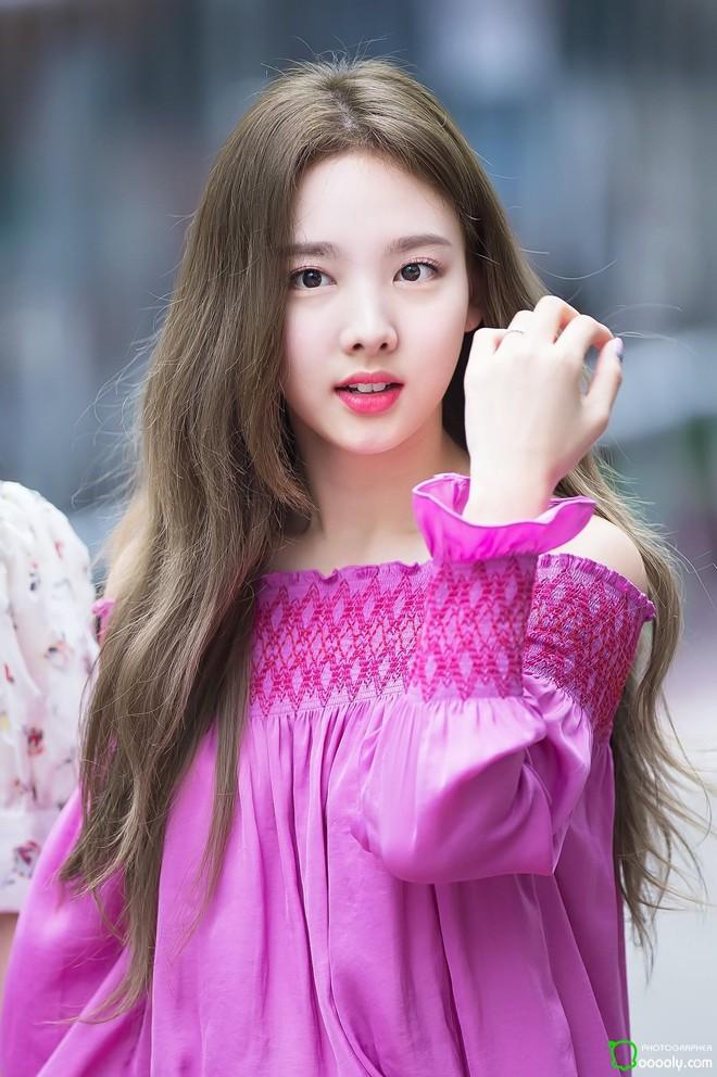 """Bảng xếp hạng nữ idol hot nhất tháng 8: Nữ idol tân binh đã """"đạp đổ"""" Jennie để lên ngôi vương, top 5 gây tranh cãi vì thứ hạng - Ảnh 9."""