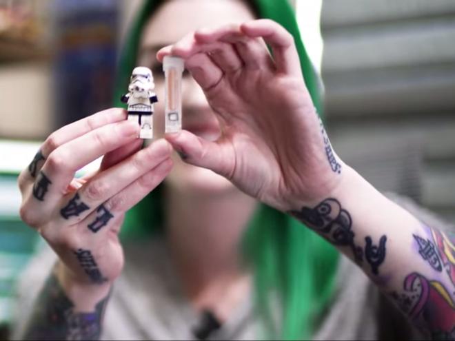Quá nản vì hay quên chìa khóa, cô gái làm ca phẫu thuật như phim viễn tưởng: Cấy chip vào người, vẫy tay là cửa mở - ảnh 4