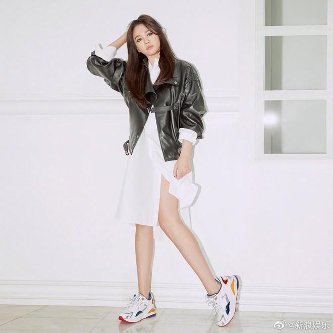 Biết là Song Hye Kyo đã khác xưa nhưng dân tình vẫn không thể quen với cách kẻ mắt sắc lẹm dữ dằn này của cô - ảnh 8