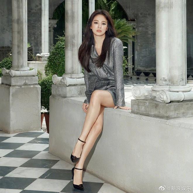 Biết là Song Hye Kyo đã khác xưa nhưng dân tình vẫn không thể quen với cách kẻ mắt sắc lẹm dữ dằn này của cô - ảnh 7