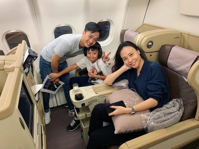 Cường Đô La nhí nhảnh hết mức bên Đàm Thu Trang và con trai Subeo trong chuyến đi nghỉ đầu tiên sau đám cưới - ảnh 1