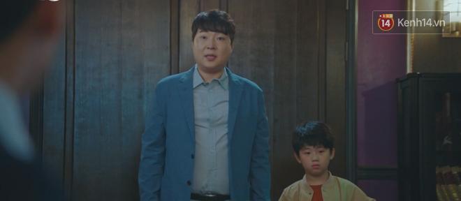 Tấu hài như Hotel Del Luna: CEO IU ngày càng lầy lội, BTS bất ngờ làm cameo tại khách sạn ma quái? - Ảnh 3.