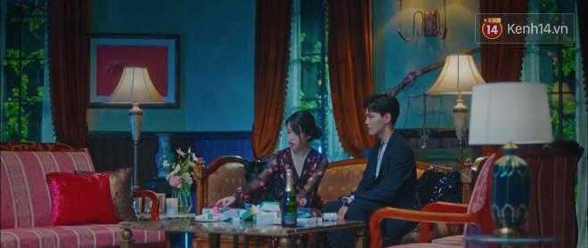 Tấu hài như Hotel Del Luna: CEO IU ngày càng lầy lội, BTS bất ngờ làm cameo tại khách sạn ma quái? - Ảnh 28.