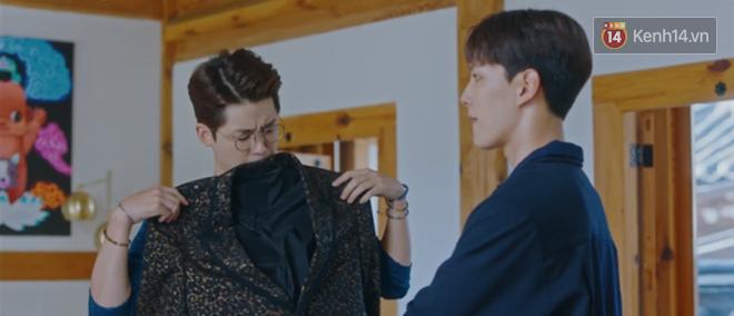 Tấu hài như Hotel Del Luna: CEO IU ngày càng lầy lội, BTS bất ngờ làm cameo tại khách sạn ma quái? - ảnh 13