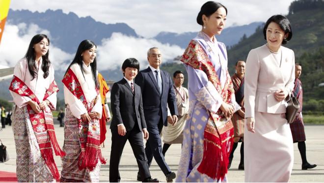 Danh tính Công chúa Bhutan đang khiến cộng đồng mạng phát sốt với khí chất ngút ngàn: Xinh đẹp bậc nhất, học vấn đỉnh cao cùng người chồng hoàn hảo - ảnh 1
